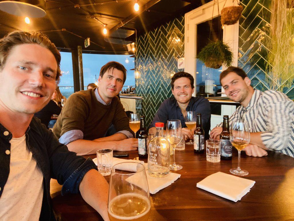 4 men sitting at the table, Nick, Maarten, Bastiaan, Tim